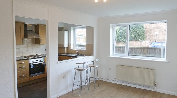 Flat: Fantastic Location! Bright 1 double bedroom ground floor flat near Victoria Park E9
