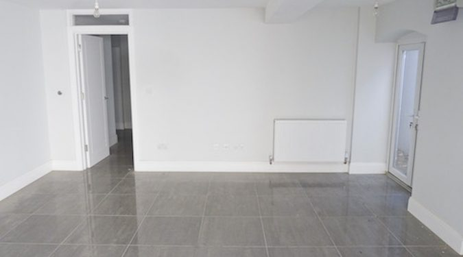 550 sq ft lower ground floor unit available to rent with 1 room and large open area in E5 Clapton.