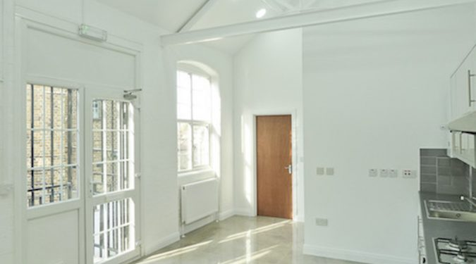 Live work unit to rent in converted Victorian warehouse - 620 sq ft with 2 rooms - 14ft high roof in High Barnet EN5
