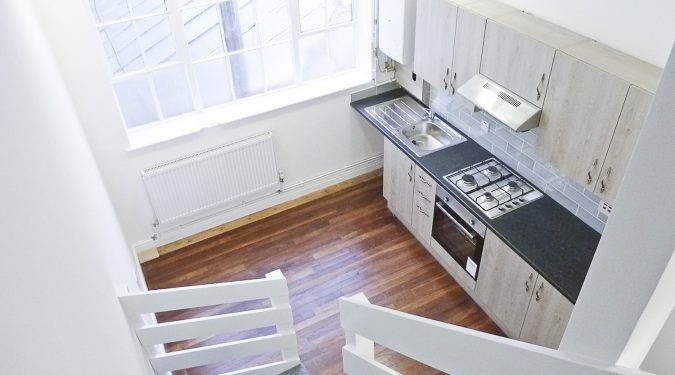 Warehouse conversion with 2 rooms, mezzanine, kitchen and WC in Seven Sisters N15