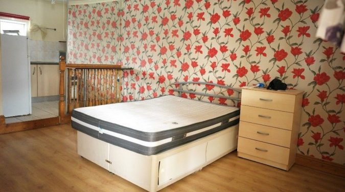 1 bed Apartment- Lots of light! Cheap rent! Good location in Manor House N15