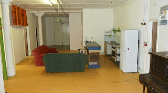 1800 sq ground floor live work unit in warehouse with, 5 rooms, large open area and WC in Hackney Wick E3
