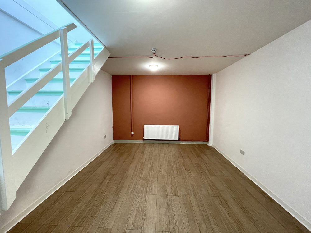 Mezzanine Studio Available to rent in N17 Mill Mead Road Pic1