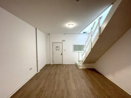 Mezzanine Studio Available to rent in N17 Mill Mead Road Pic10