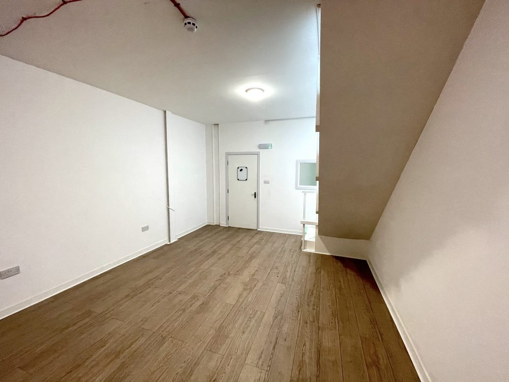 Mezzanine Studio Available to rent in N17 Mill Mead Road Pic11