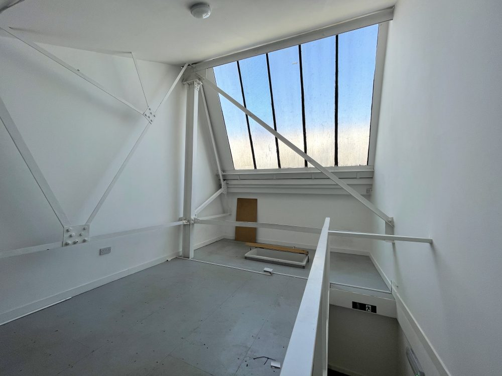 Mezzanine Studio Available to rent in N17 Mill Mead Road Pic14