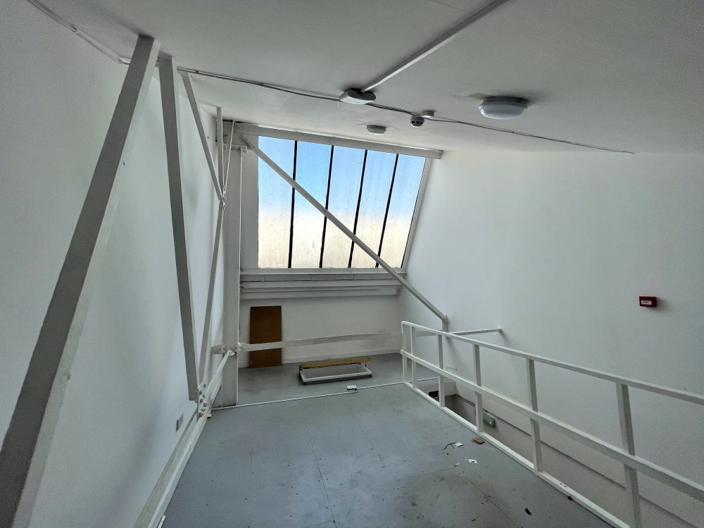 Mezzanine Studio Available to rent in N17 Mill Mead Road Pic18