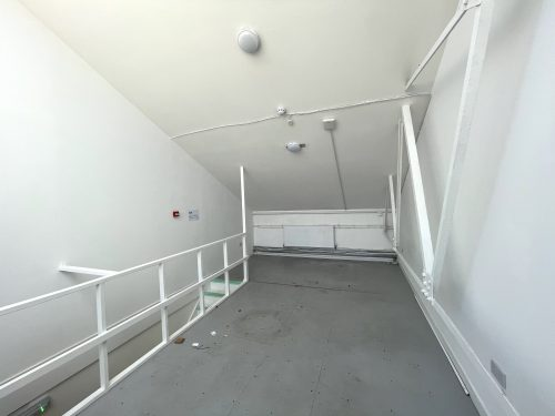 Mezzanine Studio Available to rent in N17 Mill Mead Road Pic20