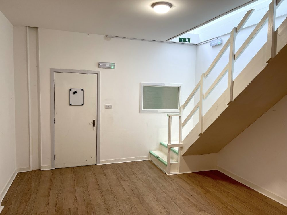 Mezzanine Studio Available to rent in N17 Mill Mead Road Pic6
