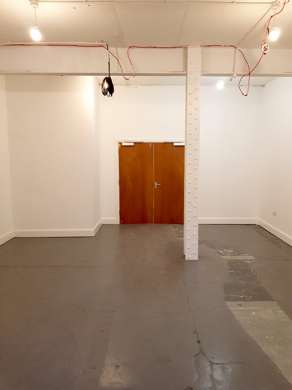 Light indurstrial unit to rent in E9 Tudor Grive Enter price House Pic7