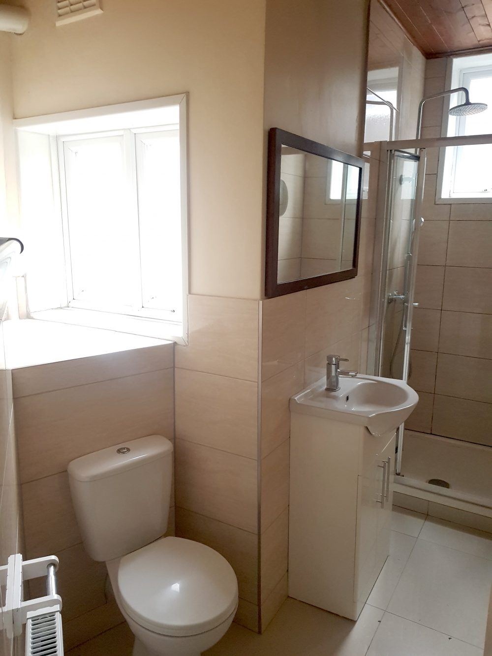 2 Bed Flat to rent in N15 Manor House Pic 14