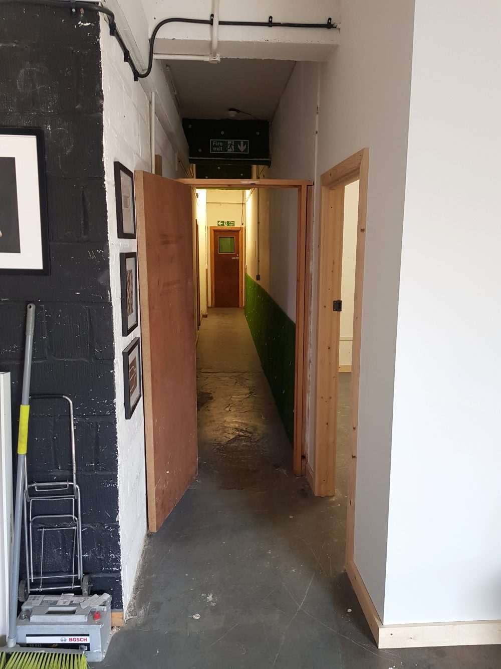 Creative studio to rent in N15 Markfield Road Pic1