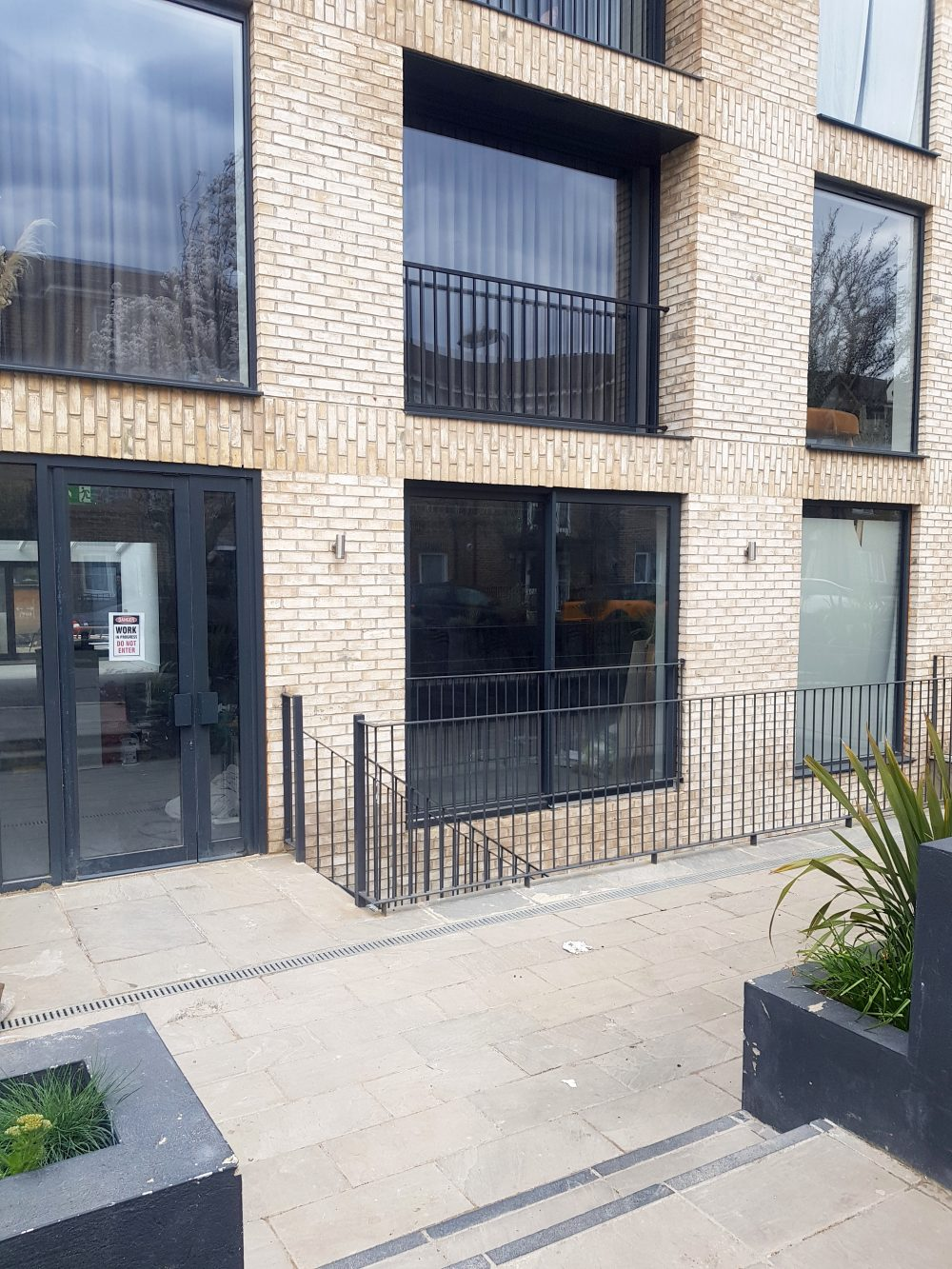 Huge light indurstrial unit to rent in E9 Tudor Grive Enter price House Pic39