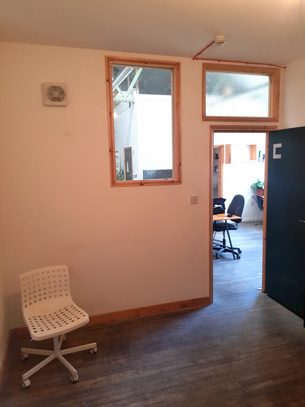 Light indurstrial unit to rent in N15 Markfield rd Gaunson House Studio B and C PIc3