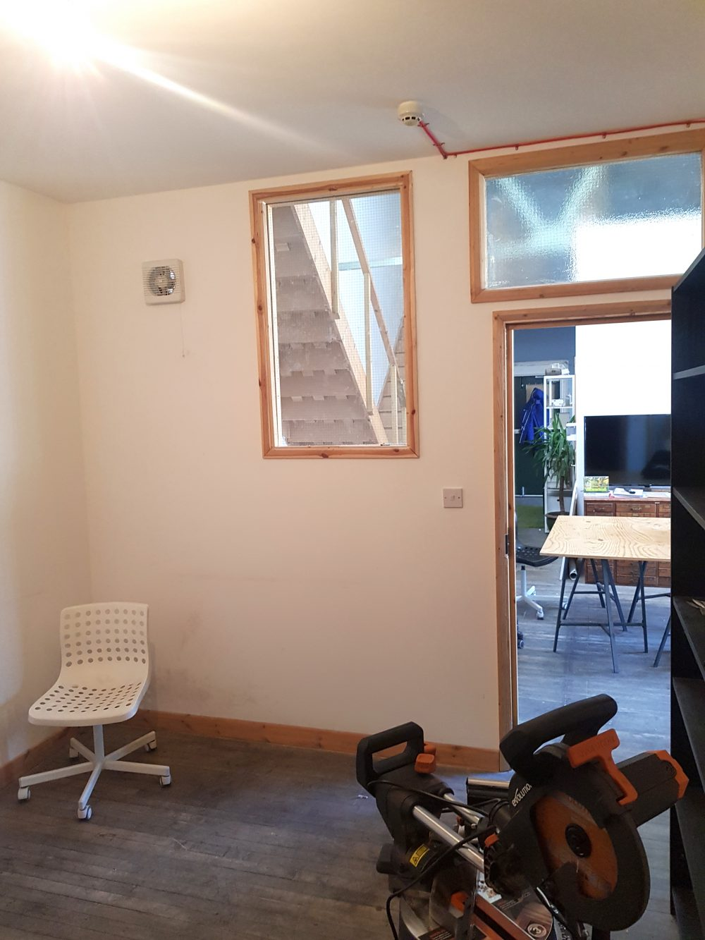 Light indurstrial unit to rent in N15 Markfield rd Gaunson House Studio B and C PIc4