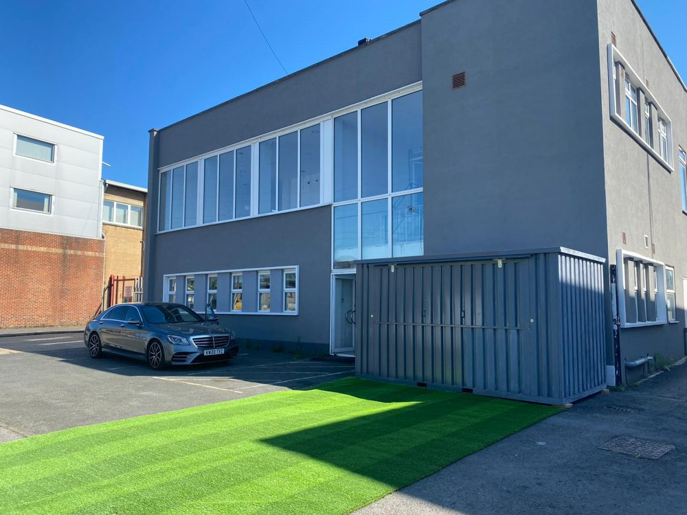 Huge Warehouse unit to rent in E10 Leyton Rigg Approach
