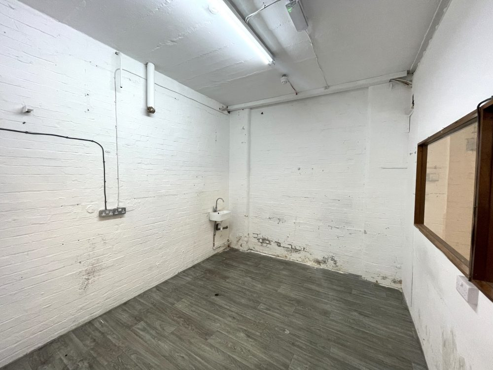 Light industrial Warehouse Space To Rent In N4 Manor House Florentia Clothing Village Nik Nak Cottage Pic10