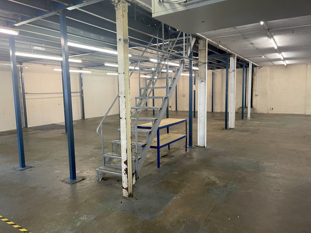 Light industrial Warehouse Space To Rent In N4 Manor House Florentia Clothing Village Nik Nak Cottage Pic12