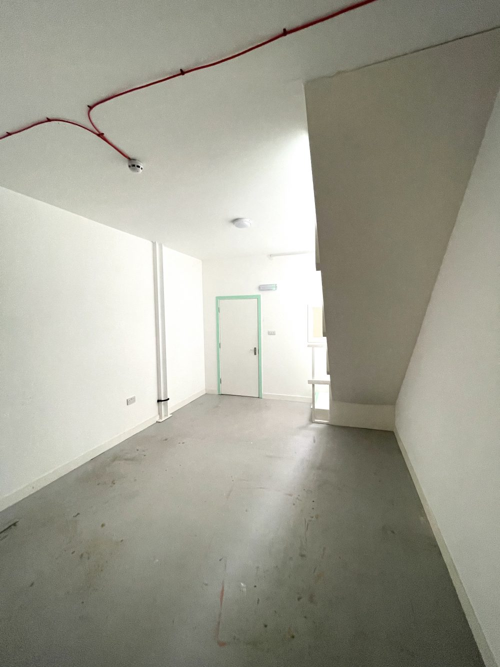 Studio Available to rent in N17 Mill Mead rd U5 Pic20
