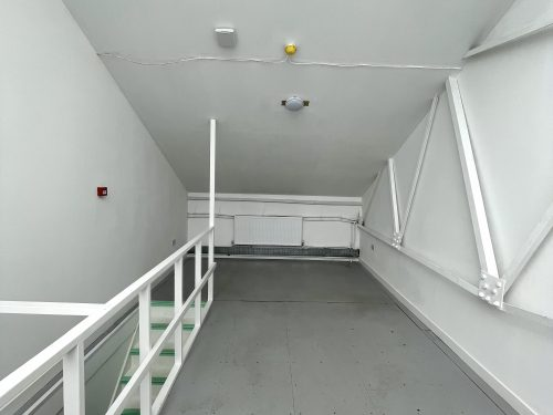 Studio Available to rent in N17 Mill Mead rd U5 Pic8