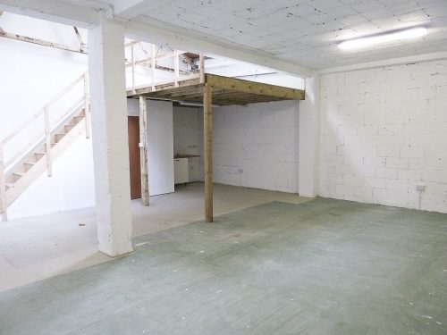 Ground floor warehouse with mezzanine available in Camden N7