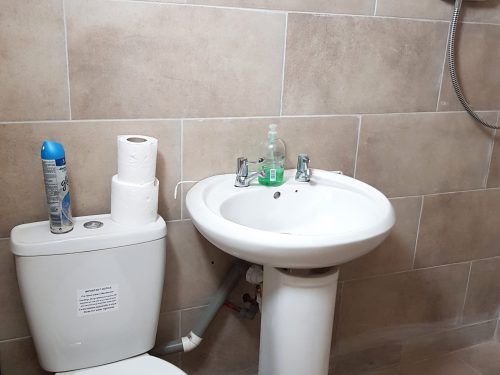 Light indurstrial unit to rent in E9 Tudor Grive Enter price House Pic14