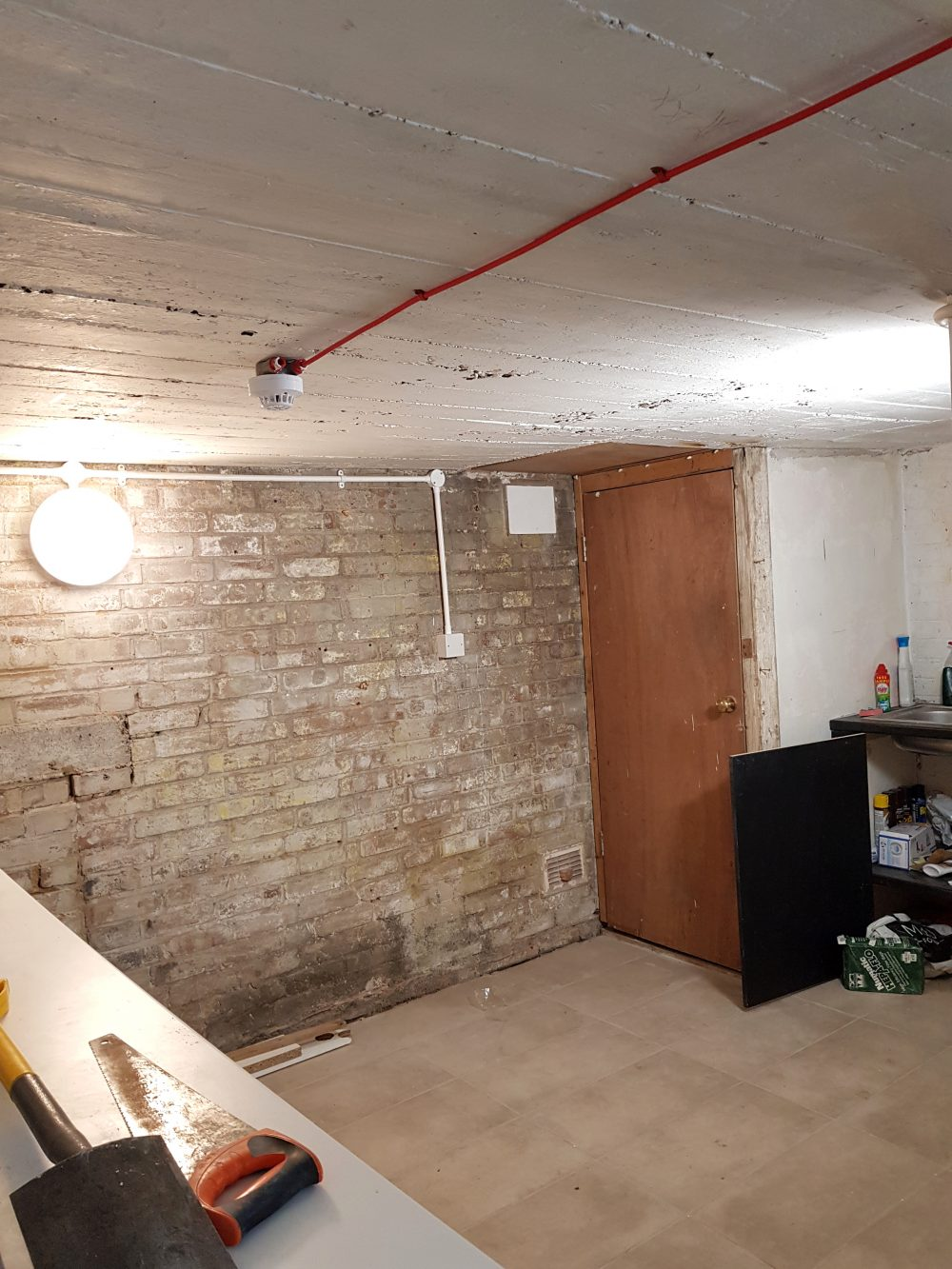 Light indurstrial unit to rent in E9 Tudor Grive Enter price House Pic24
