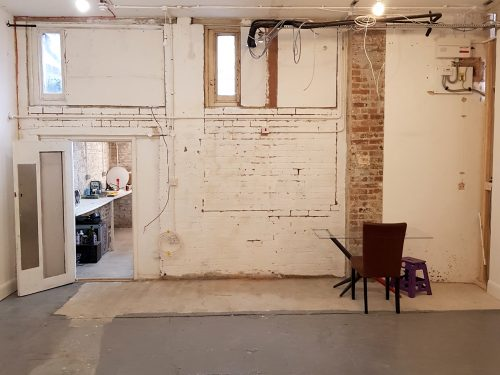 Light indurstrial unit to rent in E9 Tudor Grive Enter price House Pic3
