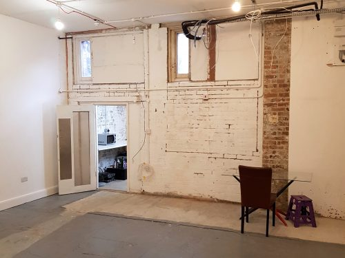 Light indurstrial unit to rent in E9 Tudor Grive Enter price House Pic4
