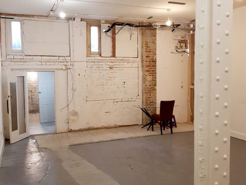 Light indurstrial unit to rent in E9 Tudor Grive Enter price House Pic5