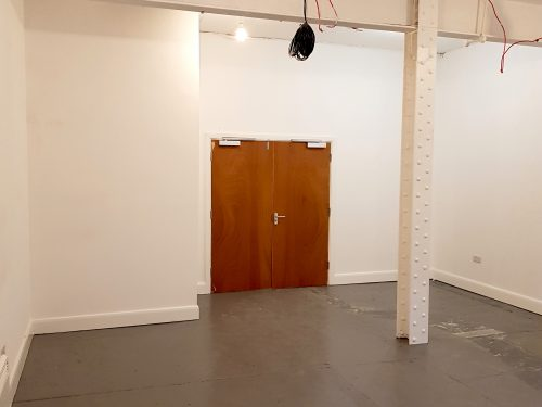 Light indurstrial unit to rent in E9 Tudor Grive Enter price House Pic9