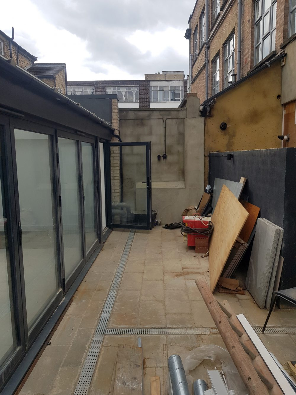 Huge light indurstrial unit to rent in E9 Tudor Grive Enter price House Pic21