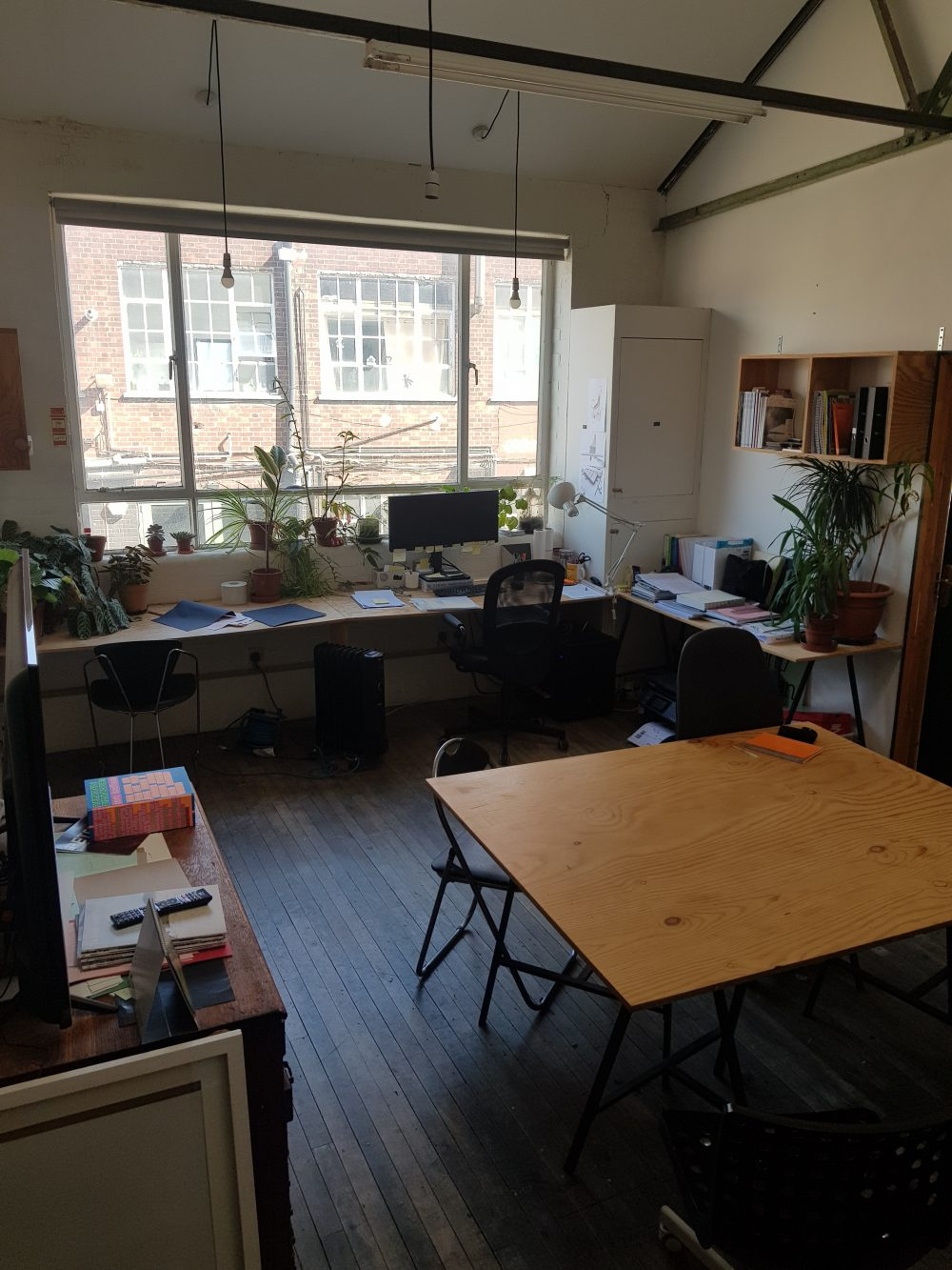 Light indurstrial unit to rent in N15 Markfield rd Gaunson House Studio B and C PIc24
