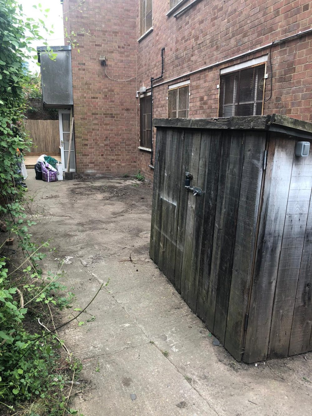 Yard Space Available to Rent in Markfield Road N15 Seven Sisters Pic 2