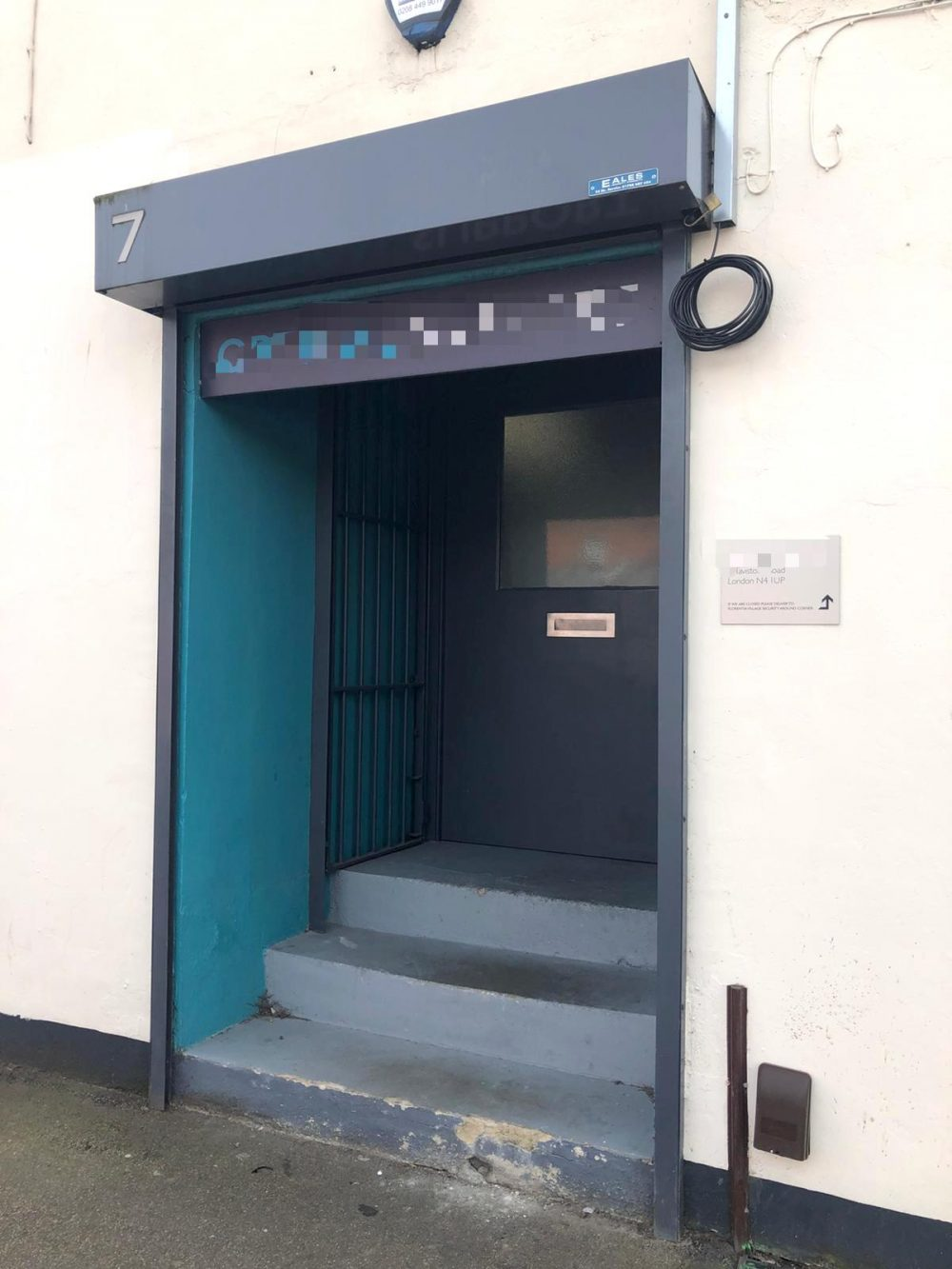 Warehouse unit to rent in N4 Manor House Florentia Clothing Village Nikki Cottage Pic1