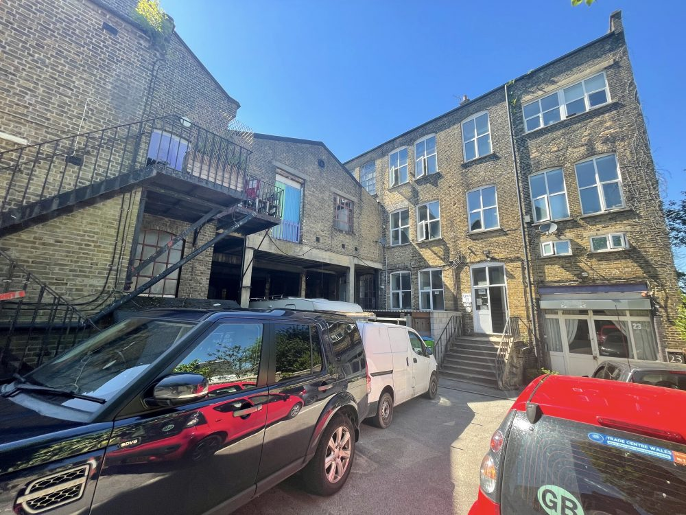 Live Work Style Warehouse Studio to rent in EN5 High Barnet Alston Works Pic2